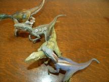 Vélociraptors à plumes et sans plumes de la marque Papo
