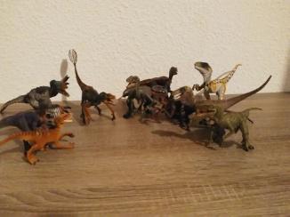 Vélociraptors et utharaptors, crédit : Chris Bellabas